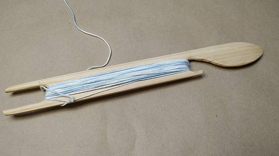 Намотка нитки на челнок
